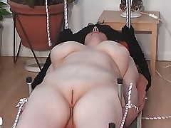 moms shaved pussy - sexy mom xxx